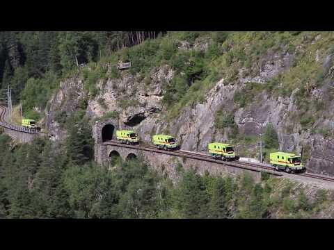 Parade neue RhB Interventionsfahrzeuge auf Landwasserviadukt