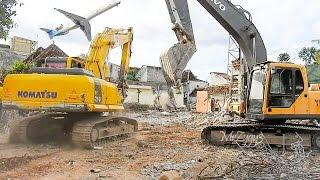 Demolition Excavator Working Komatsu PC210 Volvo EC210B