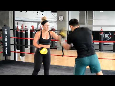"""Ann """"The Mitt Queen"""": Held The Mitts For 60 Rounds Straight EsNews Boxing"""