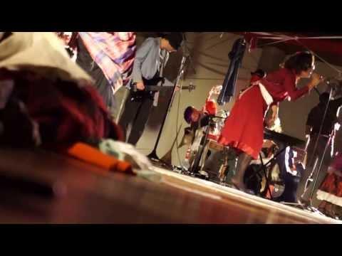liderada por uma máquina de costura - ORQUESTRA FASHION - UMA COSTURA MUSICAL - CURITIBA