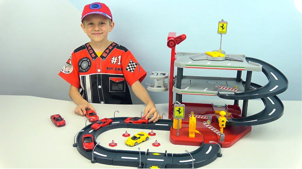 МАШИНКИ Ferrari и трек Burago с паркингом, лифтом, автомойкой  и крутым спуском - Даник и машинки