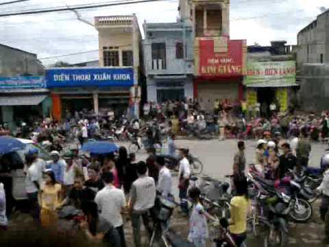 Bên ngoài nhà nghỉ nơi xảy ra vụ giết người ở Thái Nguyên 24/06/2011 (2)