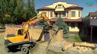 В Бишкеке снесли хозпостройки и забор вокруг особняка