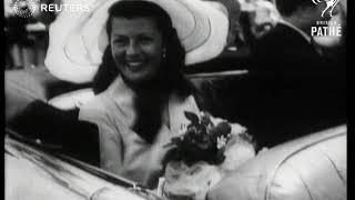 Rita Hayworth marries Prince Aly Khan in France (1949)