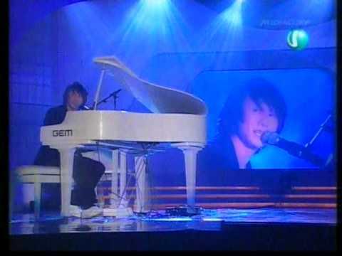 JJ Lin-piano performance at Singapore Hits Award 2005!