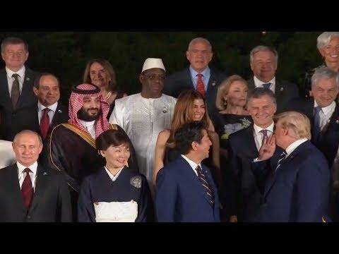 القادة المشاركون في قمة مجموعة العشرين أثناء التقاط صورة تذكارية في قلعة أوساكا باليابان