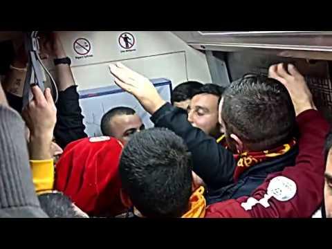 ultrAslan - Karanlık Sisli Bir İzmit Gecesi(Herkesin Yanında Var Sevgilisi)   Metro