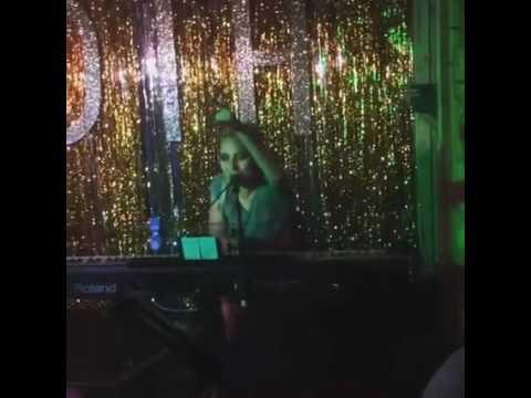 Lady Gaga - Bad Romance (Acoustic)  Moth Club in London
