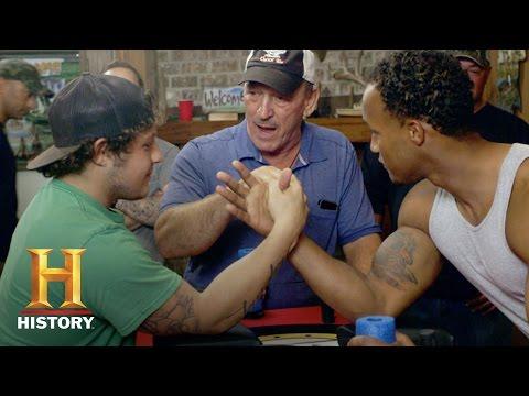 Swamp People: Arm Wrestling - Holden Landry Vs. Dorien Edgar (Season 8) | History