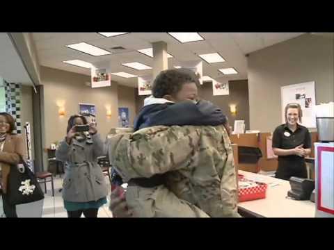 Eltern vom Militär kommen zu ihren Kindern aus dem Dienst zurück :)