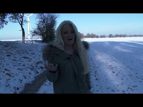 RoxxyX und Sharon Phoenix nackt im Schnee
