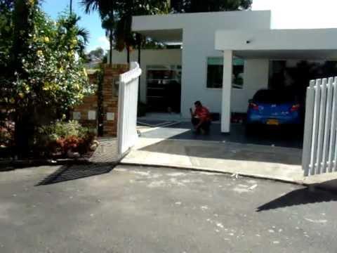 Puerta con brazos hidraulicos doovi for Brazos puertas automaticas
