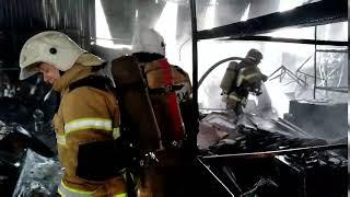88 пожарных тушили горевший склад кабельной продукции