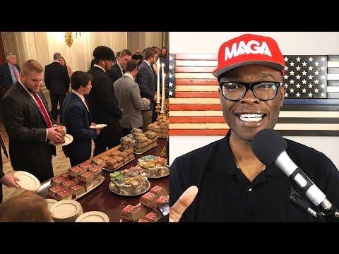 Trump Serves Clemson Football Team Fast Food, Snooty Liberals Lose It!