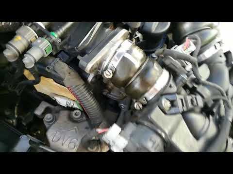 2. Замена ГРМ - Peugeot 308 1.6 HDI -  снятие подушки двигателя