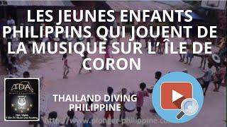 Les jeunes enfants philippins qui jouent de la musique sur l'ile de coron