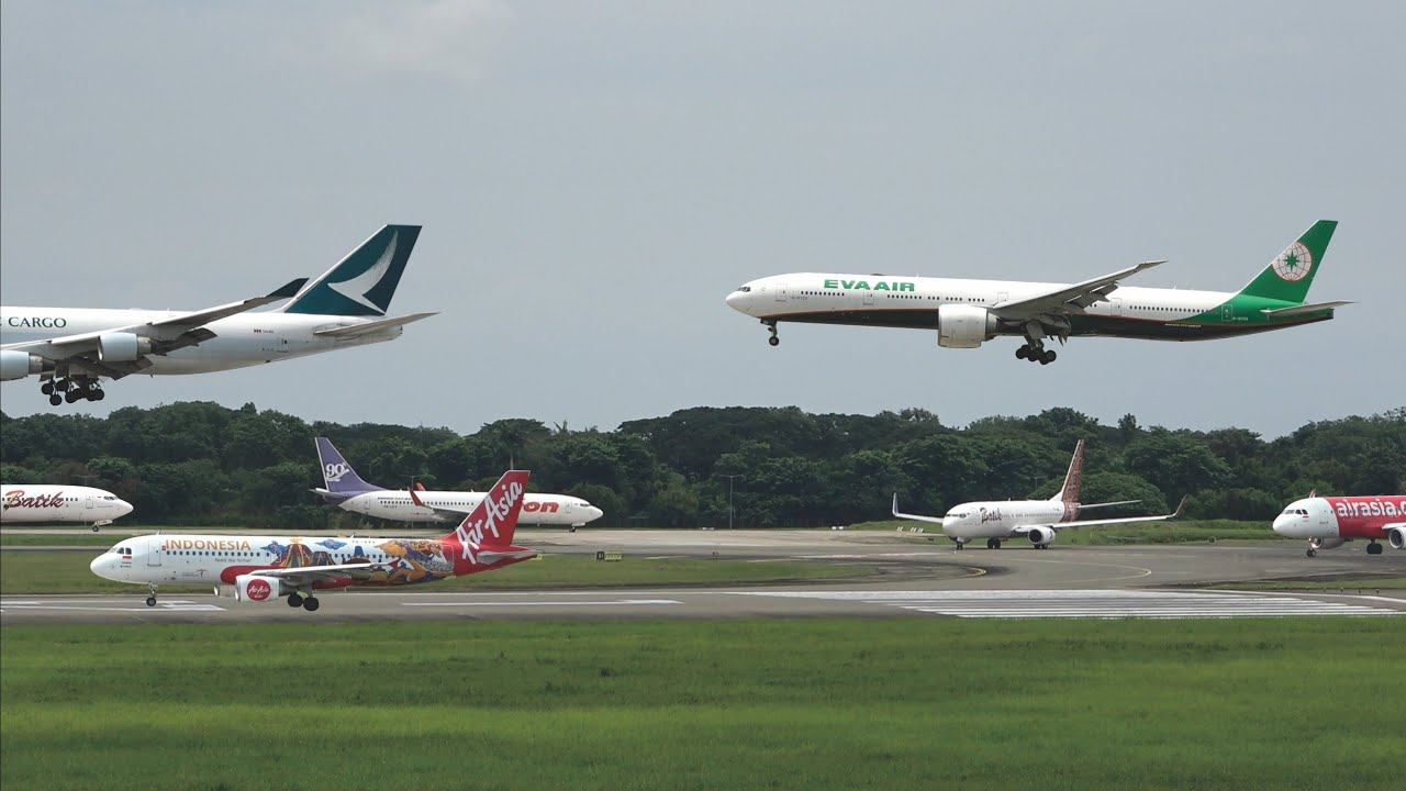 Plane Spotting Jakarta, Pesawat Terbang Take Off dan Landing Bergantian bandara Soekarno-Hatta