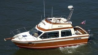 Awesome Reinell 307 Flybridge Cruiser Boat Video - In-water Tour