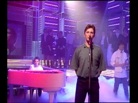 Billy Bragg featuring Cara Tivey - She's Leaving Home (TOTP)