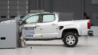 2017 Chevrolet Colorado Crew Cab driver-side small overlap IIHS crash test