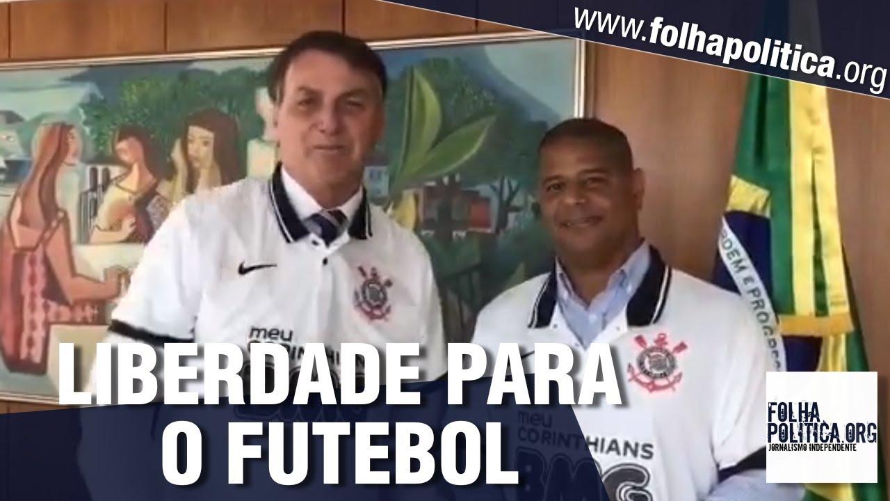 Bolsonaro veste a camisa do Corinthians
