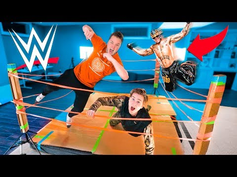 WWE BOX FORT WRESTLING MATCH! 20 Man Royal Rumble