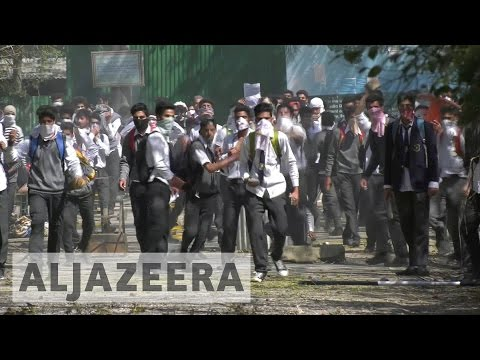 Kashmir: Protesting students clash with police