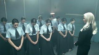 女孩们被关在地下学校,16年都不让出去,原来藏着可怕的交易!
