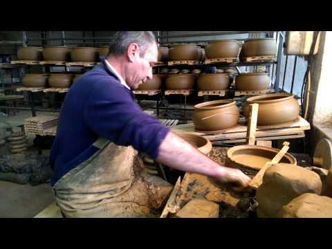 Изработка на глинен съд Гювеч