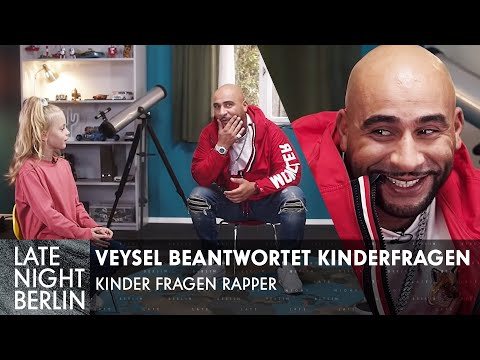 Kinder interviewen Rapper mit Veysel: Was kostet deine Uhr? | Late Night Berlin | ProSieben