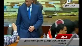 فيديو.. مجدي حجازي يُهدى وزير الأوقاف درع محافظة أسوان