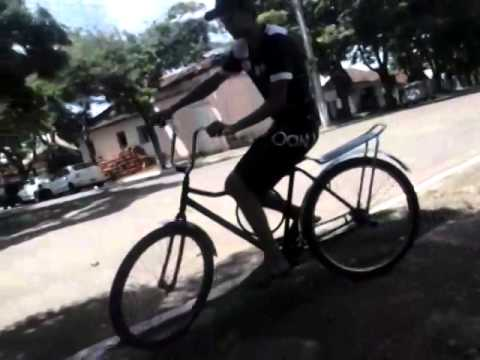 bcb8b7f91 Colocando o pezinho na bicicleta - YouTube