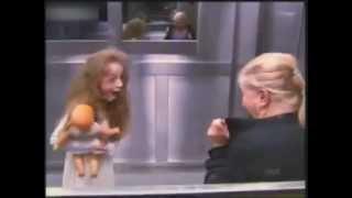 Repeat youtube video Scherzo in Ascensore con la Bambina Fantasma - Completo