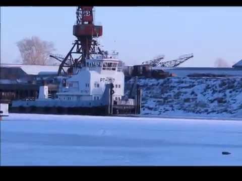 видео: Буксировка барж на зимнюю стоянку