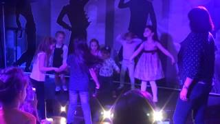 Детки просто танцуют  -