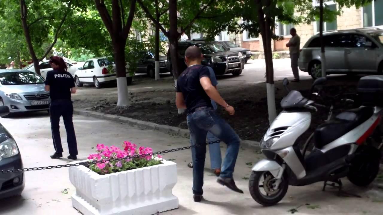 Melniciuc și-a tras parcare la lucru, acum lumea sare gardul