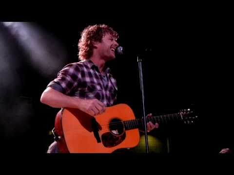 """Dierks Bentley in Kansas City """"Trying To Stop Your Leavin'"""" 10/29/10"""