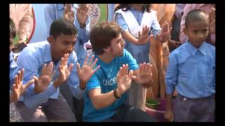 ‪Now wash your hands (Fernando Alonso Unicef India)‬