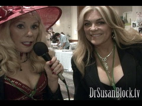 Lydia Cornell chats with Dr. Susan Block at the Hollywood Show