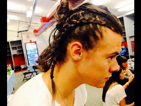 one direction hair styles harry styles shows his growing harry styles hair 8858