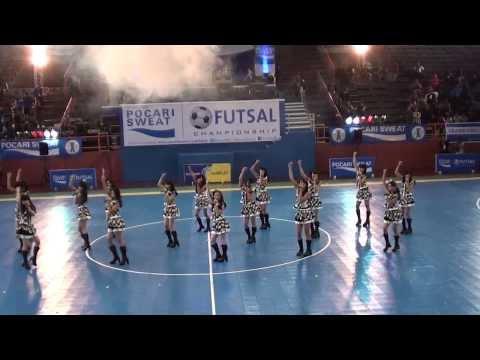[FANCAM] JKT48 - Baby Baby Baby At Pocari Futsal 16 November 2013