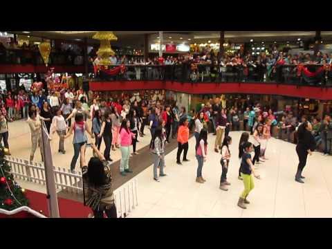 """Flashmob flamenco de """"Escuela de Danzas Mariné"""", en Punta Arenas."""