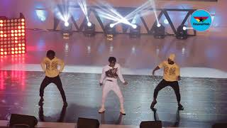 Fans go crazy over Fancy Gadam's dance moves at #D2R2017- Part 1