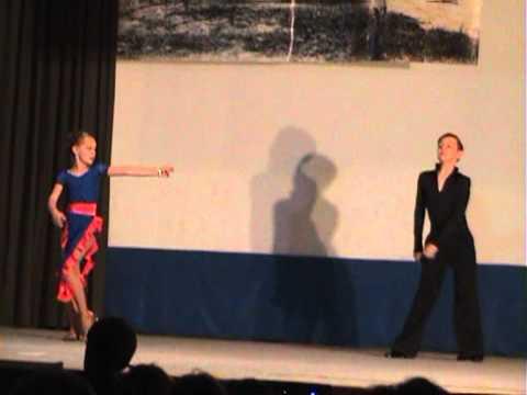 Andrea & Bogdan spectacolul Colegiului...