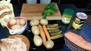 Оливье с семгой и креветками.