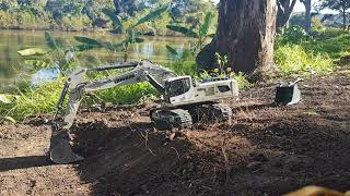 Rc Excavator, Trimming a Batter.