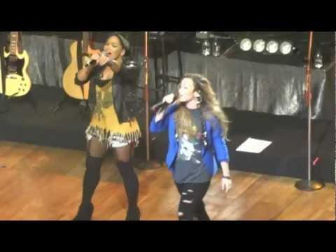 Demi Lovato - Remember December (São Paulo - 30/04/12) - HD