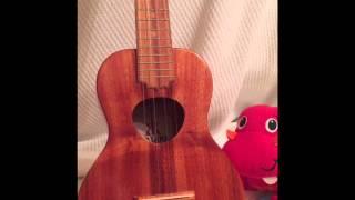 どんぐりころころをウクレレと一緒に歌っています.