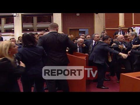 Report TV - Sherr në Kuvend perplasje mes Berishes dhe Balles, tensionohet situata nderhyn garda