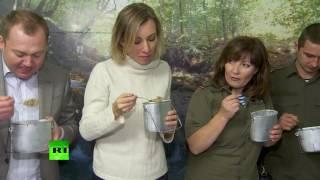 Мария Захарова попробовала солдатской каши с водкой и угостила польских активистов шарлоткой